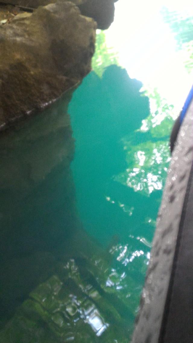 群馬県の四万湖でカヤック。コバルトブルーがとても綺麗!、深さも相当