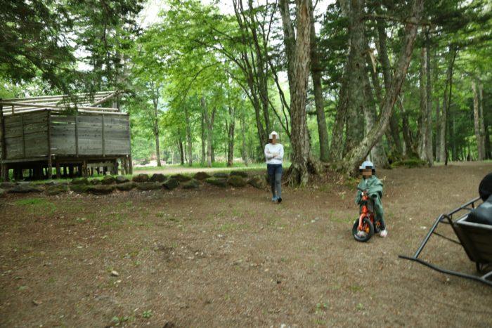 菅沼キャンプ村でテントを設営