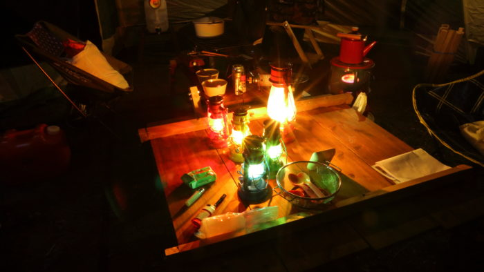 菅沼キャンプ村の夜のキャンプサイト、WINGED WHEEL編