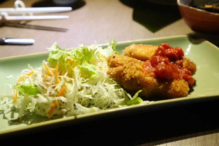 守谷海水浴場のお茶の間ゲストハウスの夕飯、魚のフライ