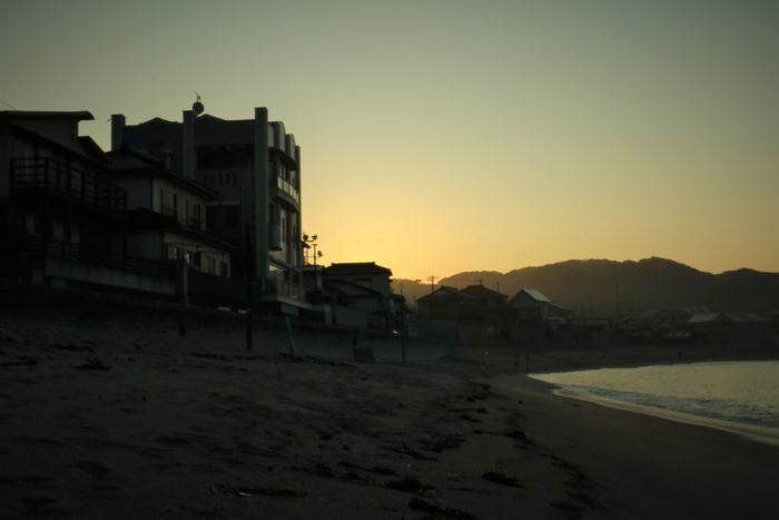 海開き前の守谷海水浴場の朝日