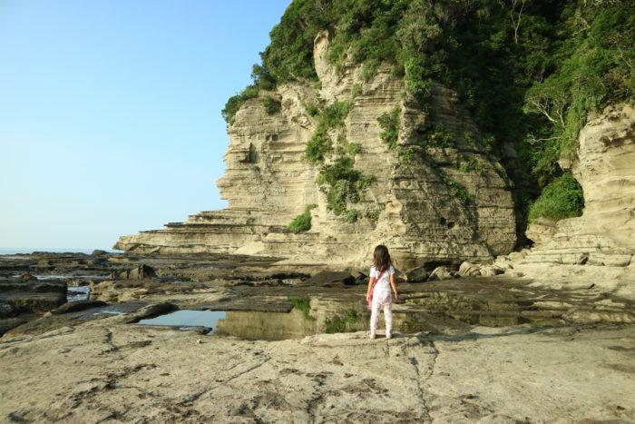 海開き前の守谷海水浴場の岩場