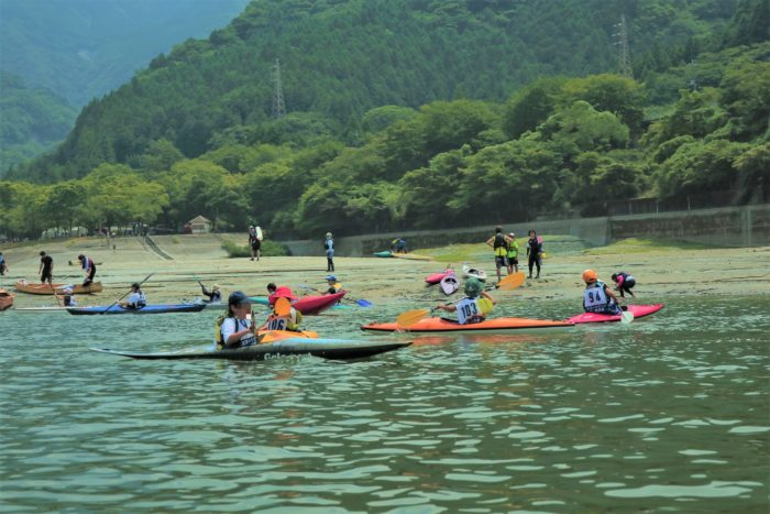 第17回カヌーマラソンIN丹沢湖の終了後の子供たち