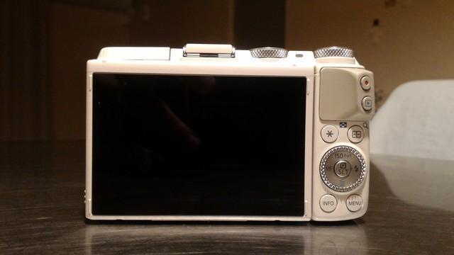 初めての一眼カメラ、ミラーレス一眼 CANON EOS M3