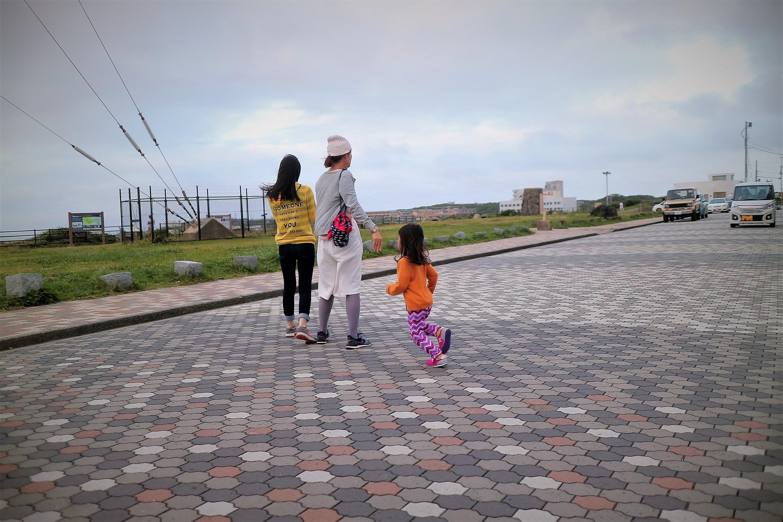 朝日が出た後の犬吠埼灯台の駐車場付近