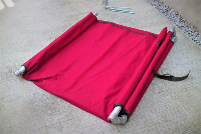 Qualz(クオルツ)のキャンパーズベッドⅡのレッドの組み立て