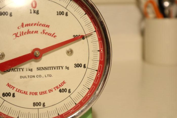 TAKU'Sキッチン♫でパン生地を作る為の小麦粉を計る