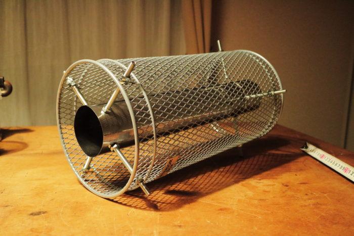 新保製作所の薪ストーブのチョッパープロトタイプの煙突ガードを仮組