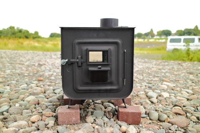 新保製作所の薪ストーブのチョッパープロトタイプの火入れの為にチョッパープロトタイプを設置