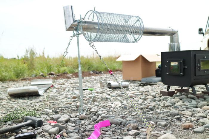 新保製作所の薪ストーブのチョッパープロトタイプの火入れの為に煙突支えを組みました。