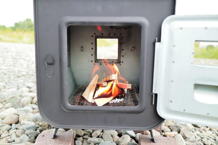 新保製作所の薪ストーブのチョッパープロトタイプの火入れ