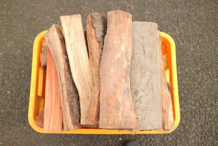 町田市にある東京薪販売で広葉樹の薪を買ってみる