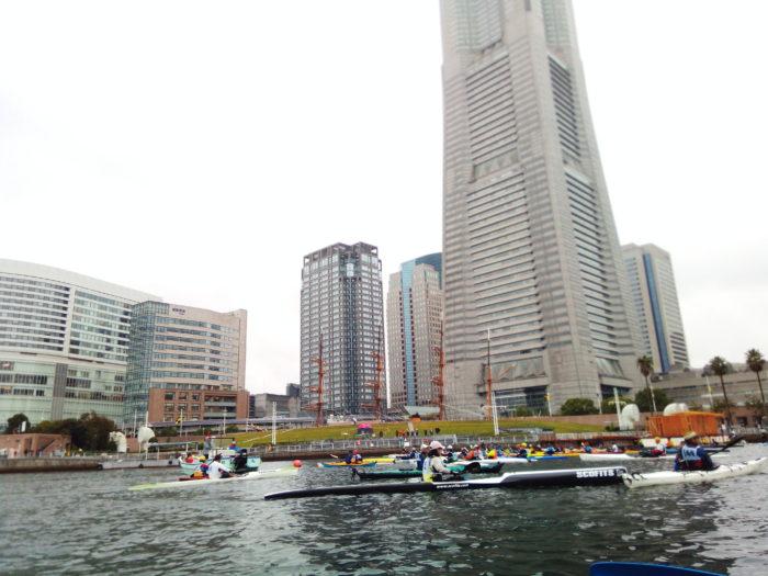 2017第36回横浜縦断カヌーフェスティバルのスタートを海上で待つ
