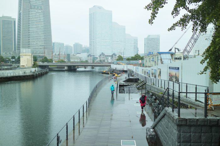 2017第36回横浜縦断カヌーフェスティバルに参加する為にカヤックなどを準備する人がちらほら