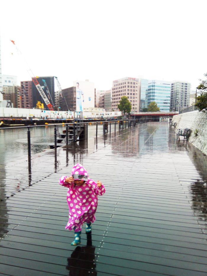 2017第36回横浜縦断カヌーフェスティバルの受付に雨の中を向かう