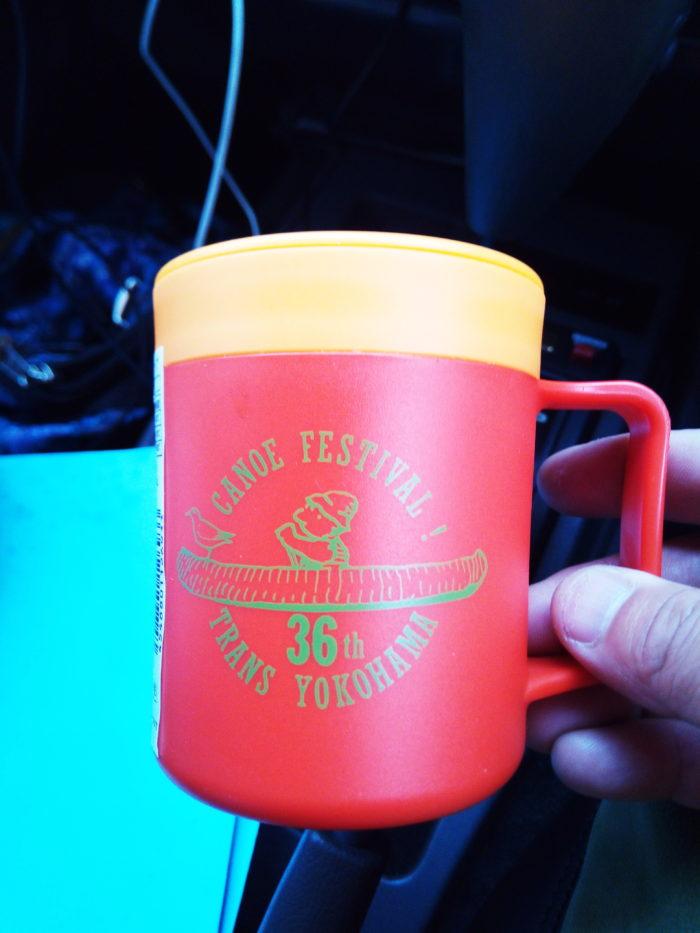 2017第36回横浜縦断カヌーフェスティバルの参加賞のモンベルとのダブルネームのマグカップ