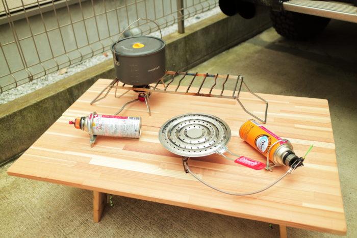 ユニフレームのクッカースタンド450を使ってシングルバーナー2つで運用