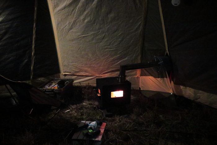 田代運動でソロキャンプしてタープ、薪ストーブを設営