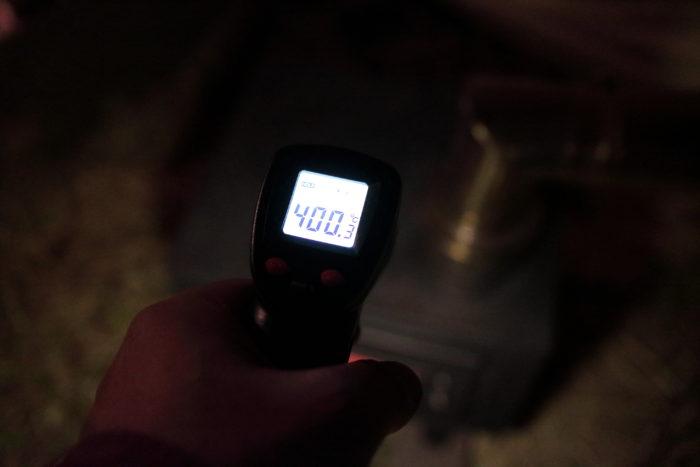 新保製作所のチョッパープロトタイプに火を付けて温度を測る