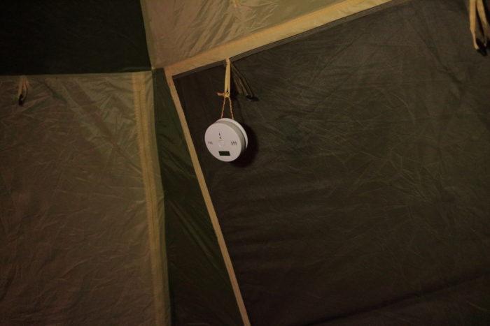 田代運動でソロキャンプして一酸化炭素警報器を設置する