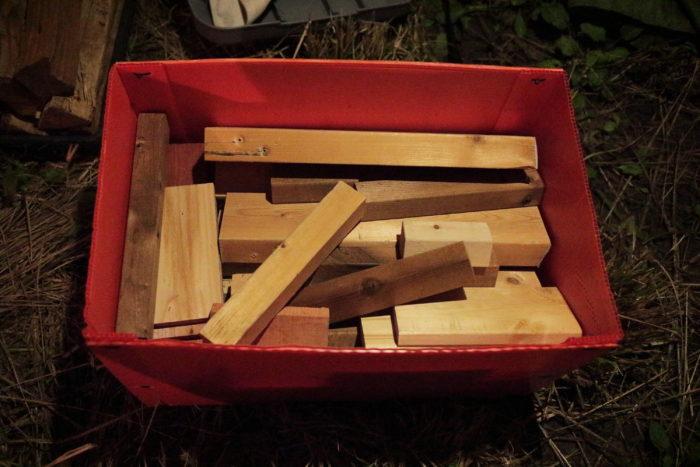 田代運動でソロキャンプして薪を持参する