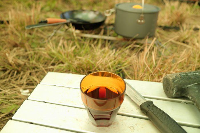 ソロキャンプで濃い目のストレート麦茶