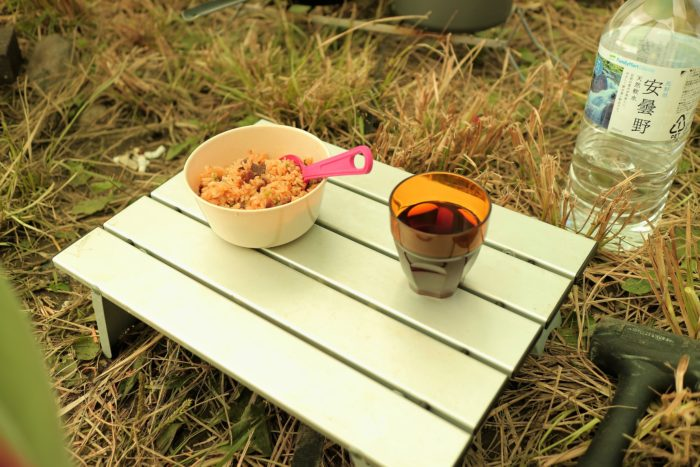 田代運動でソロキャンプをしてコンビニの冷凍チャーハンと濃い目の麦茶を作る