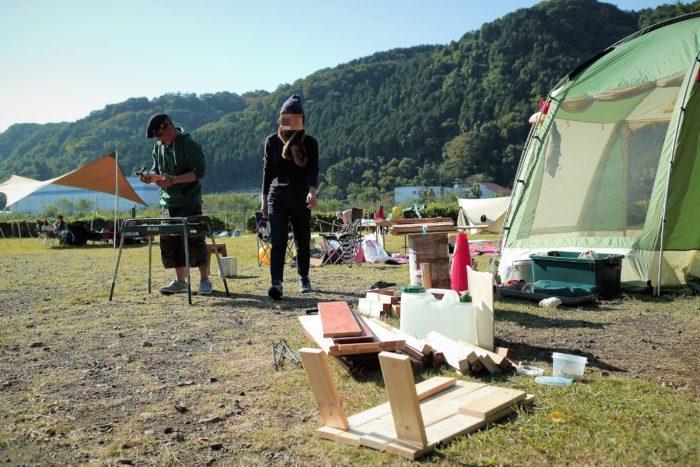 上大島キャンプ場でデイキャンプの設営