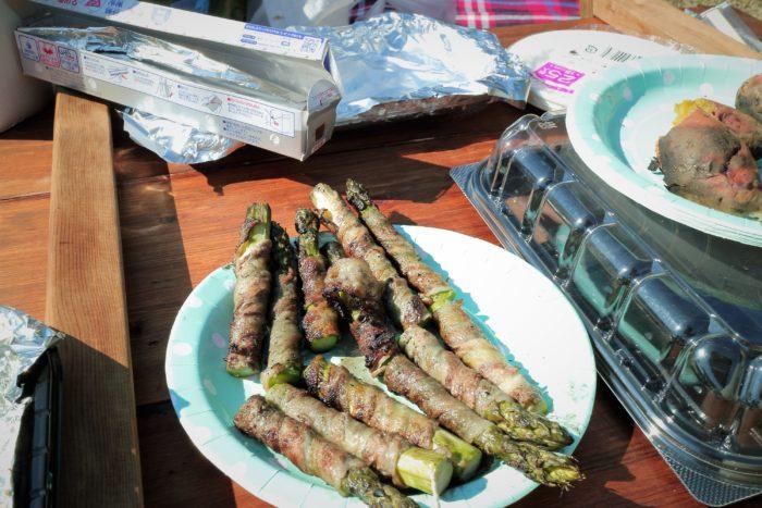 上大島キャンプ場でアスパラの肉巻きを作る