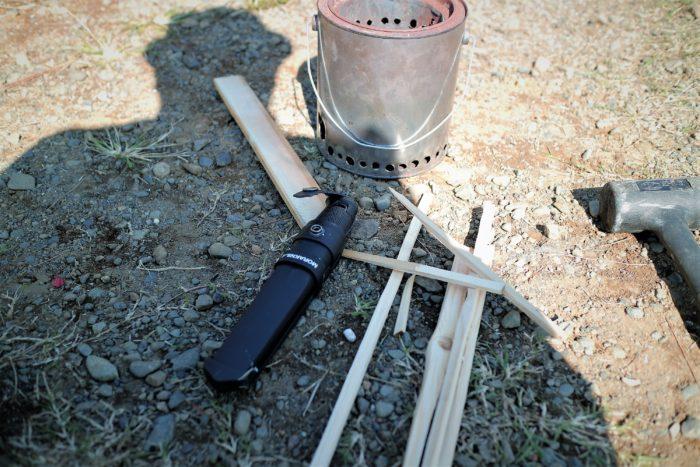 上大島キャンプ場で自作ウッドガスストーブを使う為にバトニング
