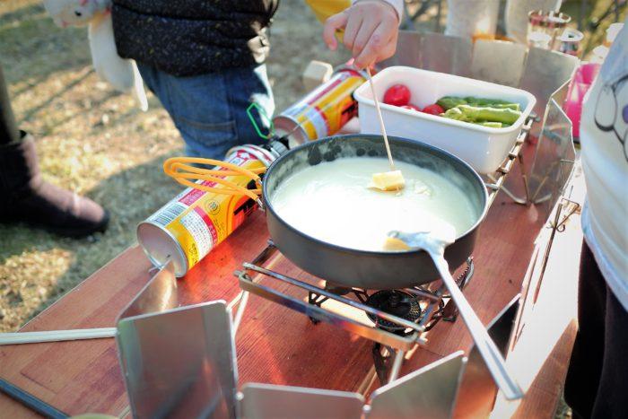 上大島キャンプ場でチーズフォンデュを作る