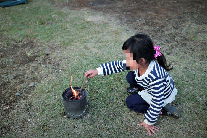 ウッドガスストーブで焚き火