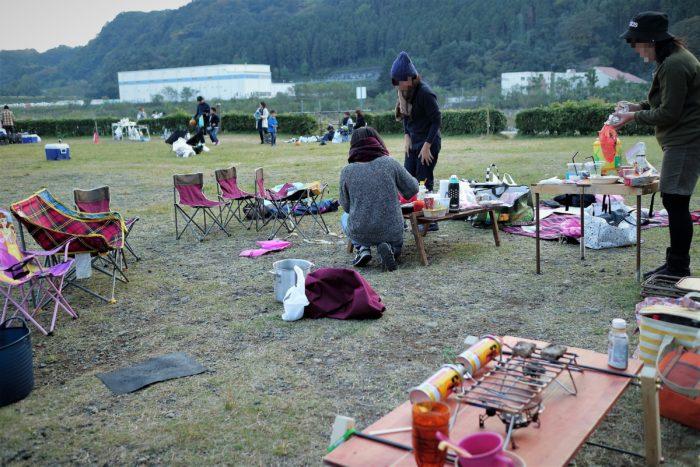 上大島キャンプ場でデイキャンプの片付け