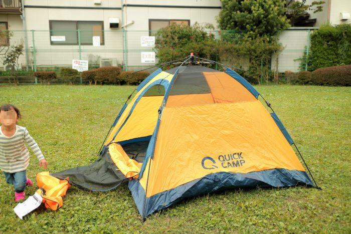 QUICK CAMPのONE TOUCH TENTの品番QC-OT210 ワンタッチテントの3人用を広げたところ