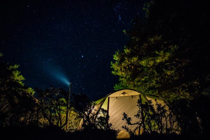 だるま山高原キャンプ場での星空とテントと薪ストーブ