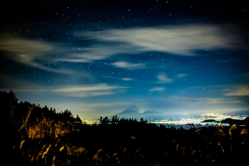 だるま山高原キャンプ場からの富士山と駿河湾と沼津の夜景