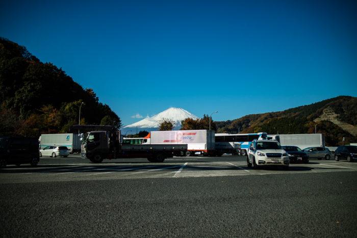 東名自動車道の鮎沢SAからの富士山の眺め
