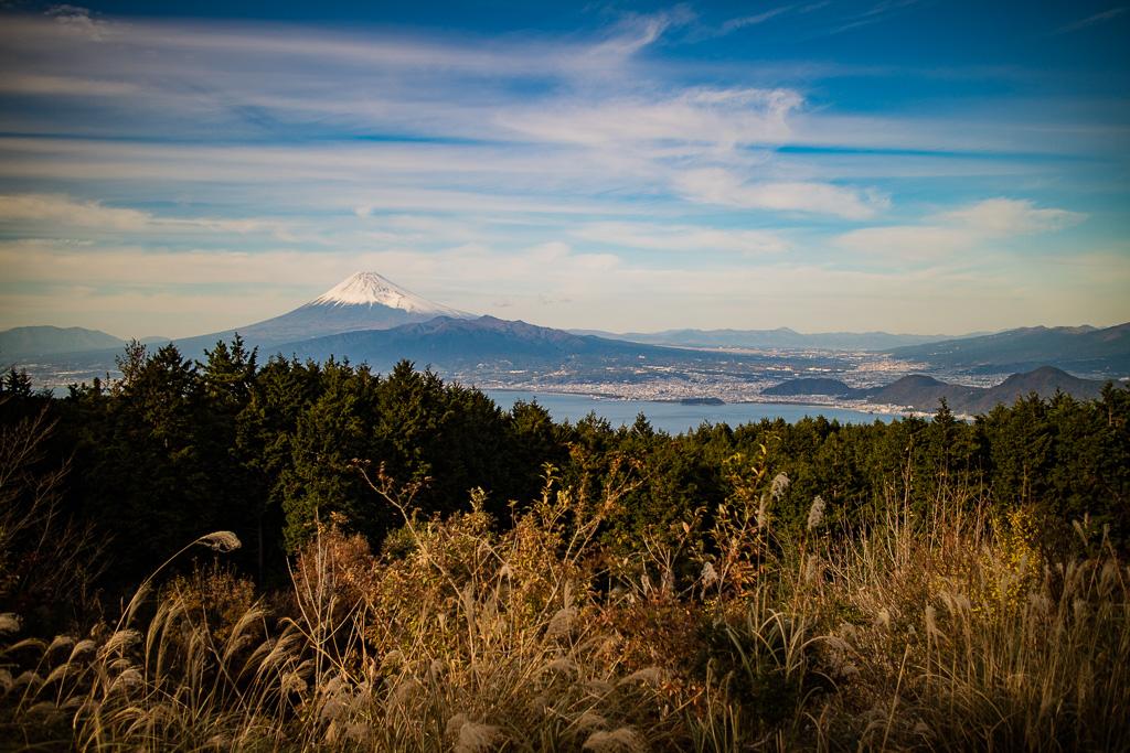 だるま山高原キャンプ場からの富士山と駿河湾と沼津の眺め