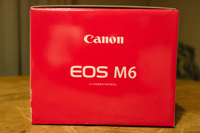 CANONのEOS M6 の箱