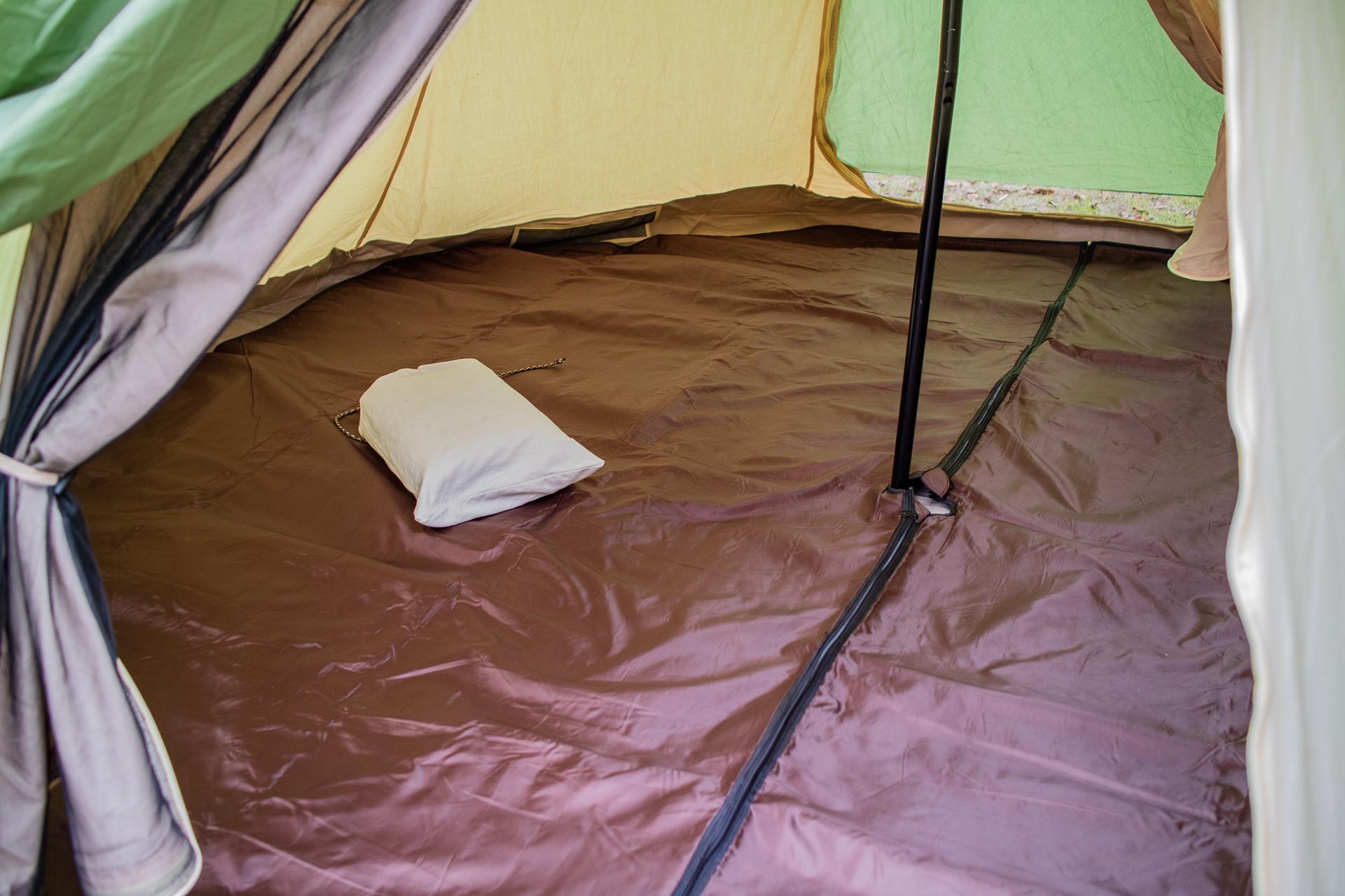 親沢公園キャンプ場でテントを張る