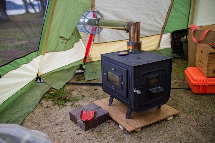 親沢公園キャンプ場で薪ストーブを設営