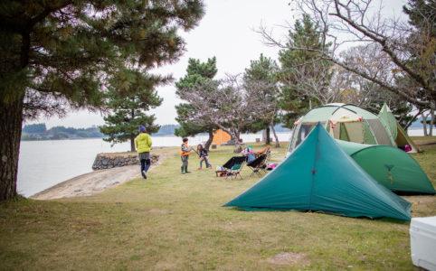 親沢公園キャンプ場でテント設営