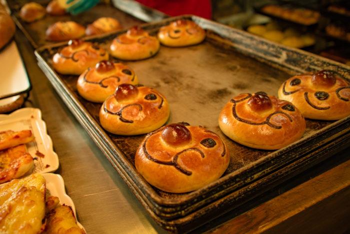 水戸市にある石窯パン工房 カンパーニュの店内、アンパンマンパン