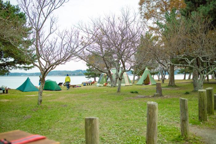 親沢公園キャンプ場でテントと薪ストーブの設営完了