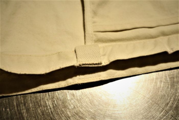 古くなった無印のトートバッグを利用してペグバッグを作成、取っ手を切ります。