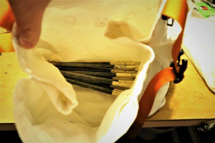 古くなった無印のトートバッグを利用してペグバッグを作成、ペグを入れるとこんな感じです。