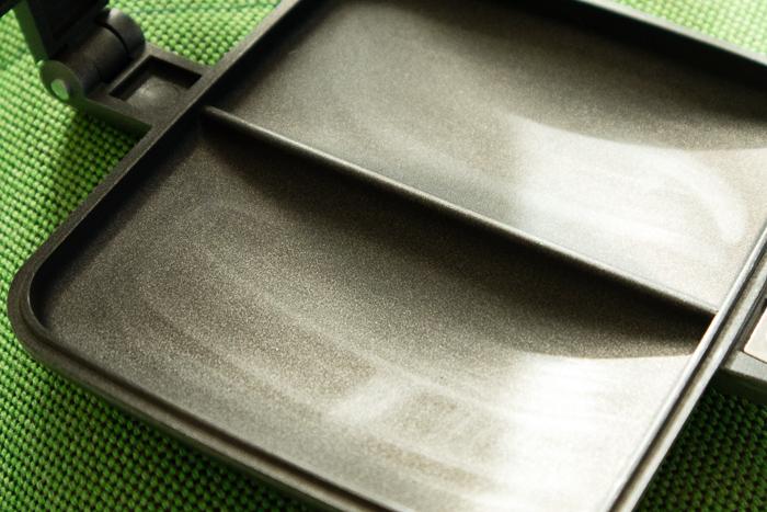 ホットサンドメーカーBAWLOOのフッ素加工された表面