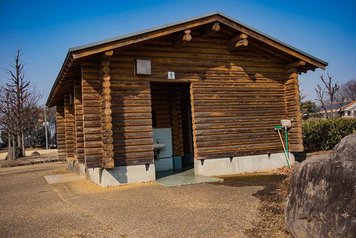 蔓巻公園キャンプ場のトイレ