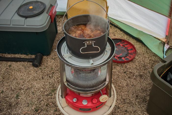 蔓巻公園キャンプ場で養蚕ストーブサンエムで豚バラ軟骨の角煮を作る