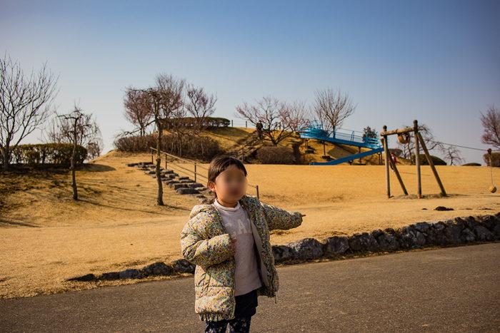 蔓巻公園キャンプ場の築山